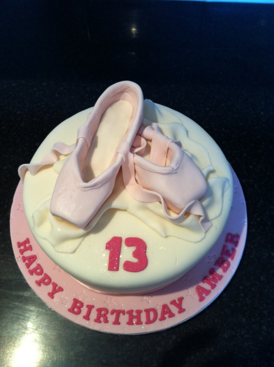 ballet pointe shoes cake